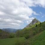 Au loin, Montségur vu depuis la route