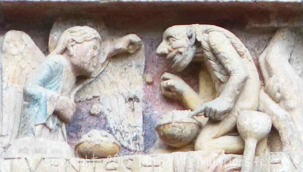 Détail du tympan de l'abbaye de Sainte Foy