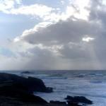 Après la tempête, gros cumulus de pluie sur la côte sauvage de Quiberon