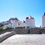 Les moulins à Chora au fond le château, Astypalea