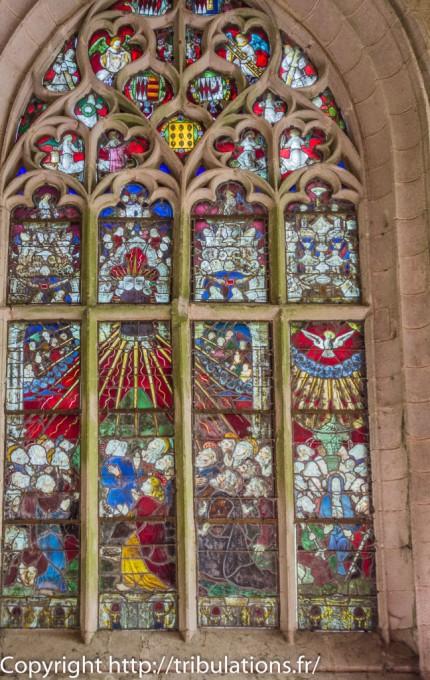 Vitrail présentant L'Ascension et la Pentecôte