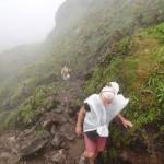La-montée-vers-le-sommet-sous la pluie