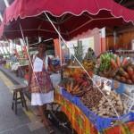Tout aussi charmante la marchande de fruits et légumes